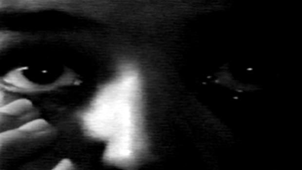 Un film d'Amélie Labourdette & David Zard. Un être anonyme entre dans un labyrinthe construit à partir de fragments cinématographiques. […]